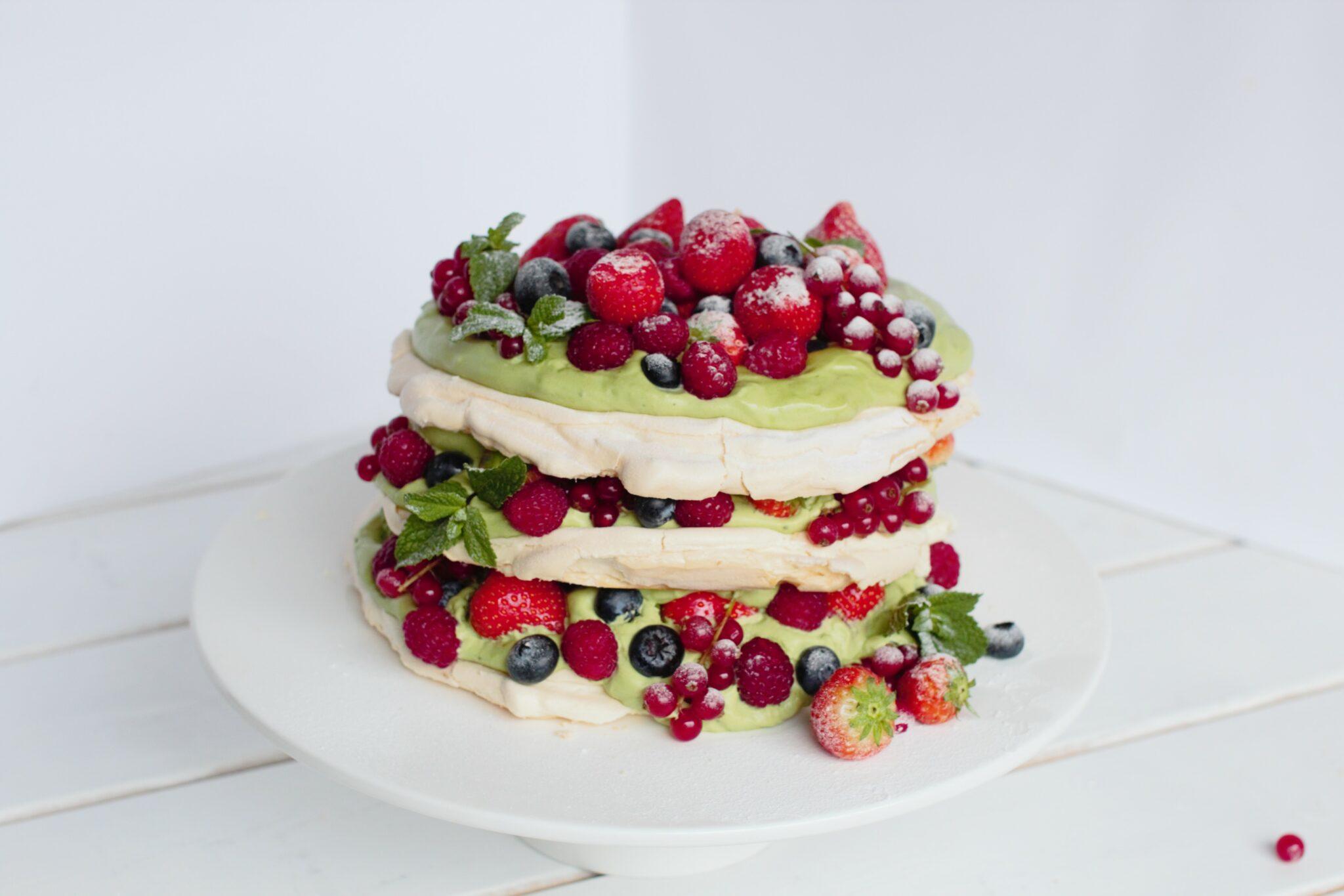 Pavlova met rode vruchten recept Amazing Oriental